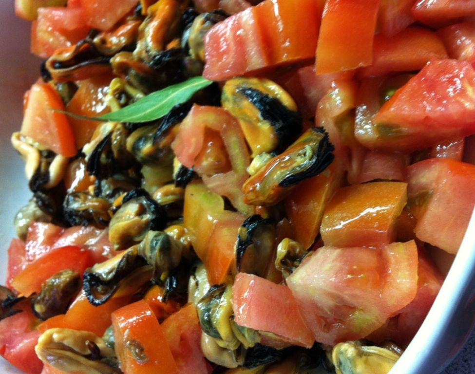 cozze in insalata di pomodori