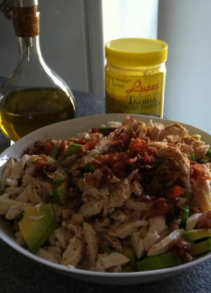 insalata di pollo avocado e pancetta croccante