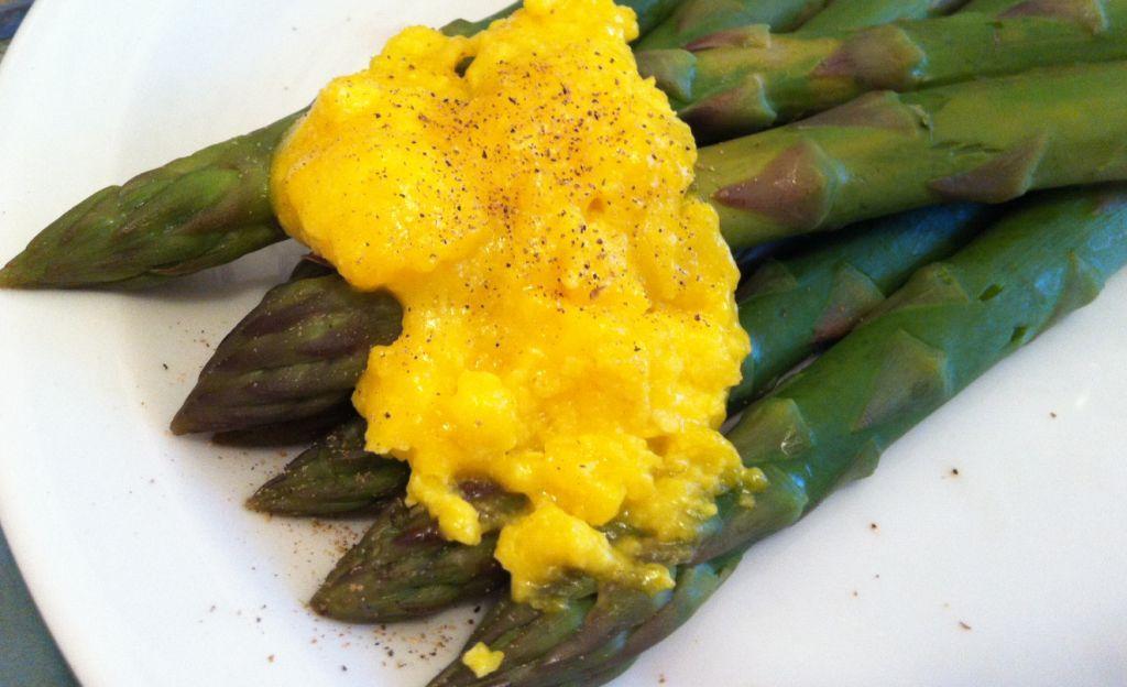 asparagi con zabaione salato