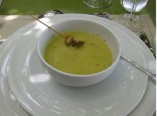 crema di verdura con baccelli di fave
