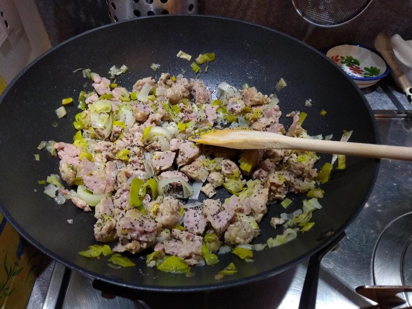 torta salata salsiccia e porri, preparazione ripieno