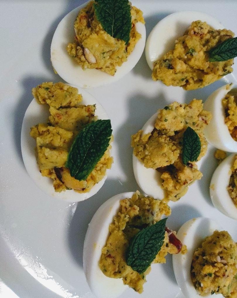 uova ripiene con pinoli e menta